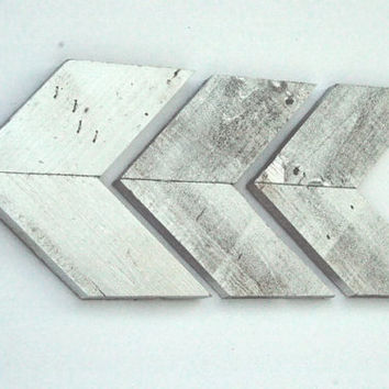 Chic Silver Wooden Pallet Arrow Reclaimed Wood Arrow Wall Art Arrow Wall Hanging Chevron Arrow Eco Friendly Wall Decor Nursery Wall Art Chic