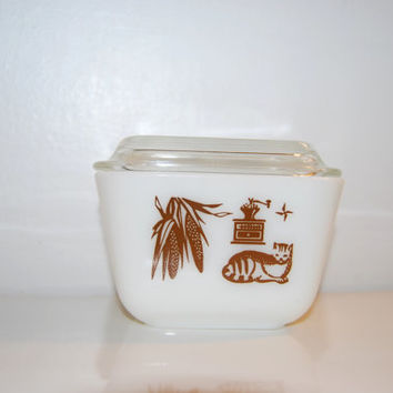 Vintage Pyrex Glass 501-B Refrigerator Jar with Early American Pattern - Cat