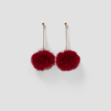 CHAIN LINK EARRINGS WITH POMPOM