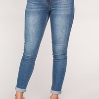 Back At You Ankle Jeans - Medium Blue Wash
