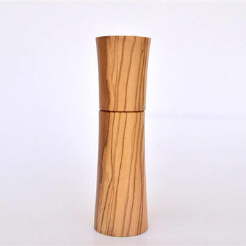 "A standing Olive Wood Needle Holder, Holds up to 8 cm long Needles (3"" 5/32) Standing / Needle Case"