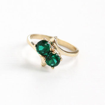 Vintage 10k Yellow Gold Simulated Emerald Ring - Retro 1960s Toi et Moi Size 5 1/2 Artistic Bypass Green Glass Two Stone Fine Jewelry