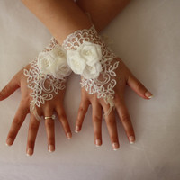 Wedding Gloves,İvory Lace Gloves,Bridal Gloves,Wedding Accessory,Fingerless,Bride Lace Glove,Bridessmaid Gift