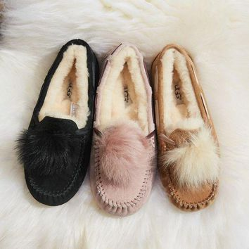 ICIKH3F UGG Women's Dakota Pom Pom Shoes