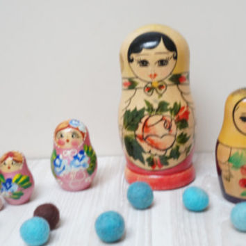 Matryoshka set of 4 doll souvenir Soviet matrioshka wooden Vintage Retro USSR red yellow Russian Collectible Home Decor handmade nesting