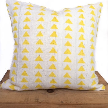 18 Inch White African Mud Cloth Pillow Cover with Yellow Triangle Pattern