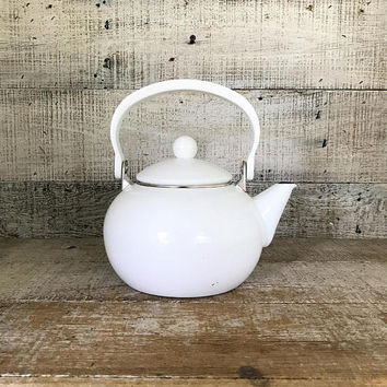 Enamel Teapot Mid Century Teapot White Enamel Teapot with Plastic Handle Tea Kettle Retro Teapot Mid Century Kitchen Decor Farmhouse Chic