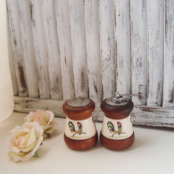 Vintage Country Kitchen Pepper Grinder and Salt Shaker Set, Small Wooden Salt and Pepper Set with Roosters, Cottage Chic Kitchen, Gift Ideas