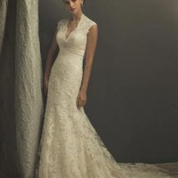 Ivory Elegant Lace Appliqué Sheath Vintage Wedding Dresses