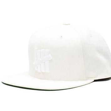 ONETOW Undefeated 5 Strike HO16 Snapback In Off White