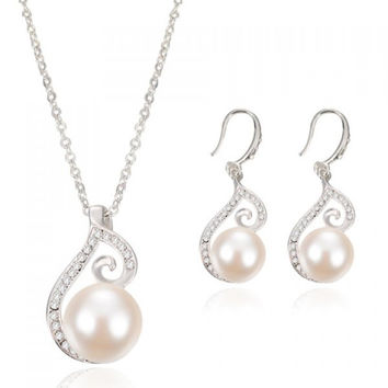 A Suit of Graceful Rhinestone Faux Pearl Necklace and Earrings For Women