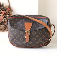 Louis Vuitton Jeune Fille malletier, Louis Vuitton Bags, Louis Vuitton Handbags, Louis