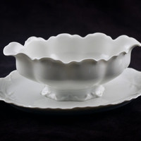 Haviland Limoges Ranson Gravy Boat with Attached Underplate, Scalloped, Laurel, Schleiger 1