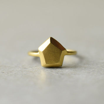 golden pentagon ring, faceted jewelry, geometric ring, gold stone, hand made jewelry, engagement ring, cocktail, raw , wedding, statement