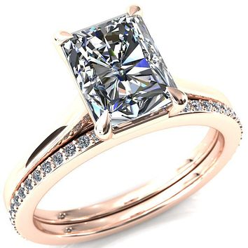 Lizzy Radiant Moissanite 4-Claw Prong Engagement Ring