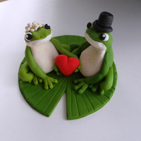 Frogs in Love wedding couple fondant cake topper