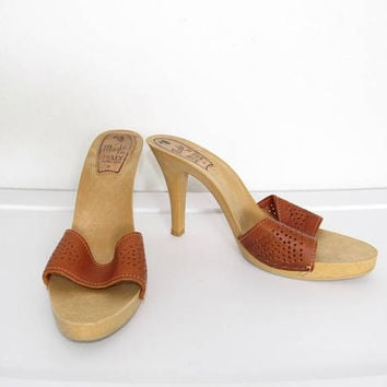 Vintage 1970s Disco Shoes / Brown Leather Open Toe Resin Heels / Made in Italy Size 9
