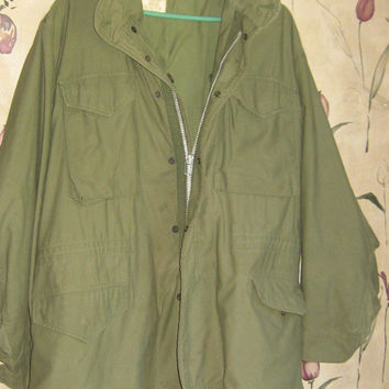 Vintage us military  OG 107  hooded field jacket  sz med