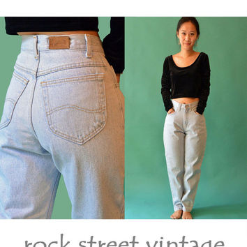 Vintage 80s High Waisted Jeans /  Light Wash Denim High Waist Jeans / 1980s Mom Jeans 1980s LEE Jeans / Relaxed Fit Taper Leg Jeans 27 Waist