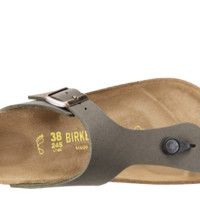 BIRKENSTOCK Classic. Comfort from the first step.