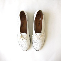 Vintage white leather shoes. Cut out lace ups. Tie up shoes. Lace up oxfords.