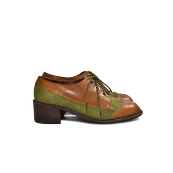 Vintage Platform Oxfords Lace Up Two Toned Olive and Brown for a Women's Size 7 AA (Narrow)