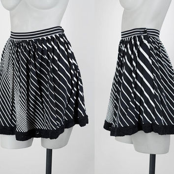 SALE Vintage 90s Skirt / 1990s Black and White Graphic Stripe Mini Skirt XS S