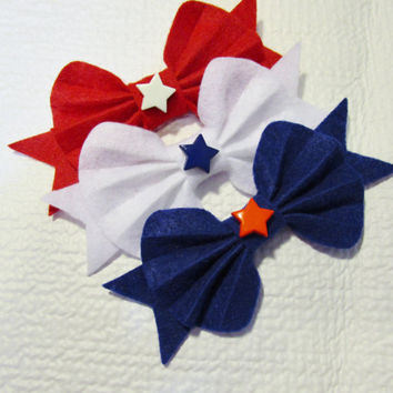 Red, white and blue 3 inch bows in set of 3. Felt bows, felt die cuts, star center, felt, headbands, barrettes, girls, children, white bow