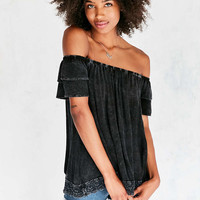 Ecote Rosie Tiered Ruffle Off-The-Shoulder Blouse - Urban Outfitters