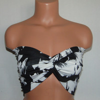 Black and White twisted bikini top, Sporty top, Spandex/Polyester bandeau, Spandex/polyester beach mate, bandeau top, Active wear.