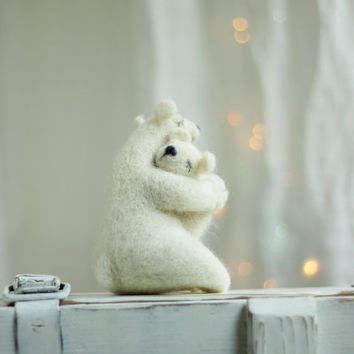 Christmas Dreamy White Bear With A Baby Bear  -Needle Felt Art Doll -  Withe Polar Bears