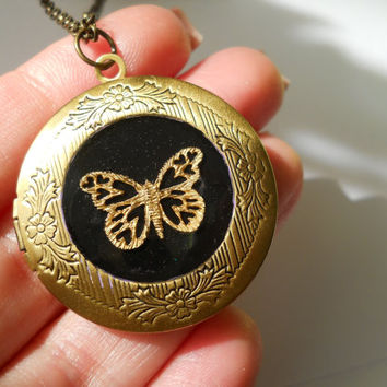 Locket - Antique locket - Resin Locket  - Resin jewelry - Enchanted locket - Keepsake - golden butterfly locket - butterfly  jewelry