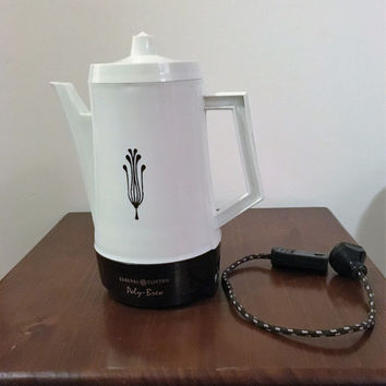 Vintage 1970s White Retro Coffee Percolator / General Electric Poly Brew / Electric Coffee Brewing Jug,