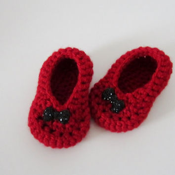 Handmade crochet red baby girl shoes with black sequined bow, baby girl booties, red baby shoes, red booties, red and black shoes