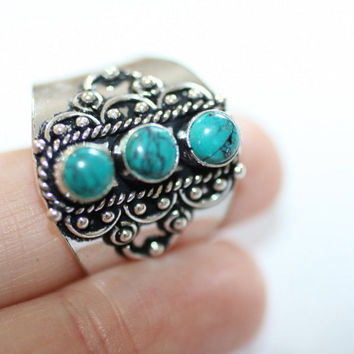 Three stone inlaid gemstone ring set in Indian silver. Turquoise stones. Great ring large adjustable fitting. Great gift idea.