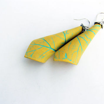 Pastel yellow vanilla earrings with turquoise textured leaf veins- polymer clay- leaf texture earrings- pastel- dangle - woodland- boho