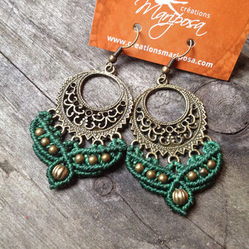 Hippie-chic green Macrame earrings - pendants boho bohemian gitan hippie chic gypsy woodland knotted micromacrame fairy