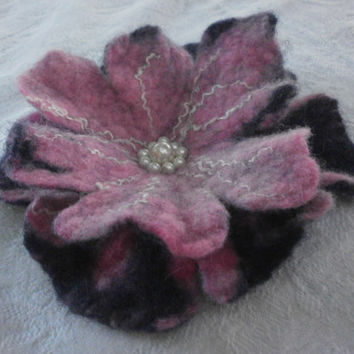 Flower brooch,felt brooch,felt flower brooch,wet felt wool jewelry,pearl decoration,black pink poppy flower,hair pin,nice gift for Christmas