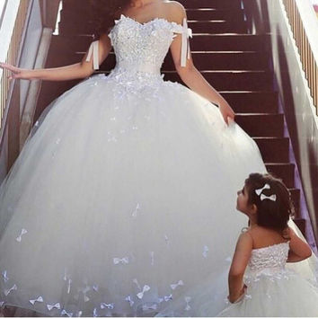 2105 Arabian Design Sweetheart Off the Shoulder Bowknot Puffy Princess Wedding Dresses Tulle Appliques Bridal dresses Ball Gown