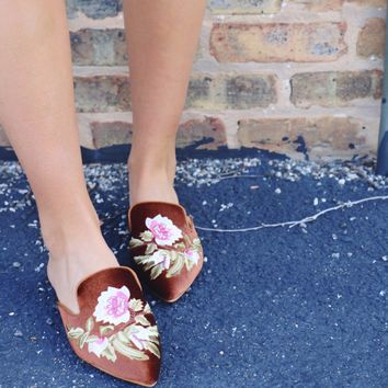 Embroidered Mule- Brown