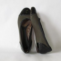 Marni Hole Punch Flats in Olive Green and Black Patent Leather. Size 37 1/2