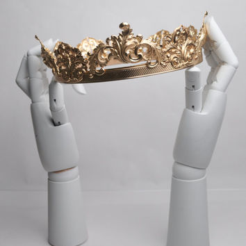 AARON: Gold Men's Crown made of Brass