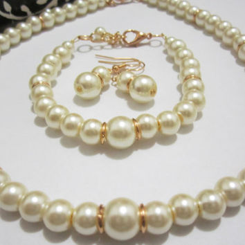 Ivory and Gold Bridesmaid jewelry set, pearl necklace bracelet earring set, bridal jewelry, bridesmaid necklace set wedding party