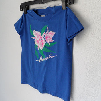 90s Kids Blue Souvenir 'Hawaii' Hibiscus Flower Screenprint Crew Neck Tee Shirt size 6-8