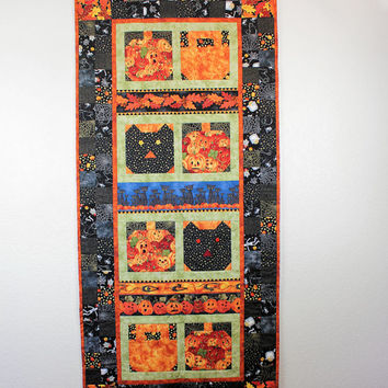 Halloween Wall Hanging with Pumpkins and Cats in Black and Orange