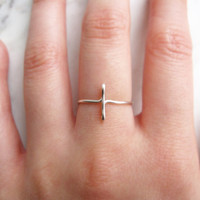 Silver Cross Ring//sideways cross ring, silver sideways cross, side cross, wire ring, adjustable ring,metal ring,Dainty ring,Minimalist,Gift