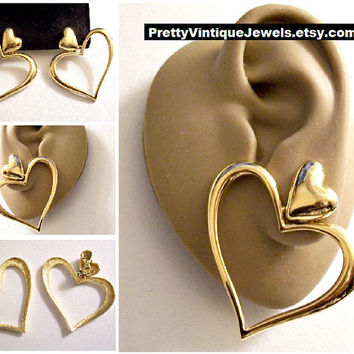 Monet Fancy Double Heart Hoop Clip On Earrings Gold Tone Vintage Extra Large Open Swirl Graduated Bands Comfort Paddles Domed Top Button