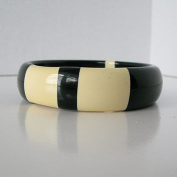 Vintage Thermoset Plastic Bangle, Off White and Black Plastic Bangle Bracelet
