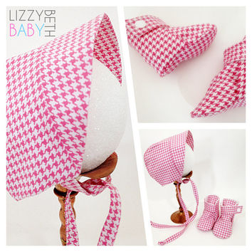 Baby girl pink houndstooth print baby bonnet and baby booties lined booties and baby hat new baby gift baby shower gift infant set 3 sizes