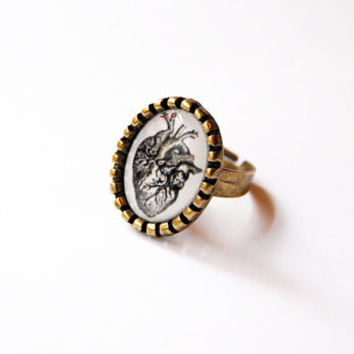 Anatomical Heart - Medical Retro Illustration - Handmade Vintage Cameo Ring